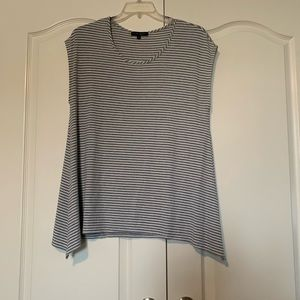 1X Sleeveless knit top